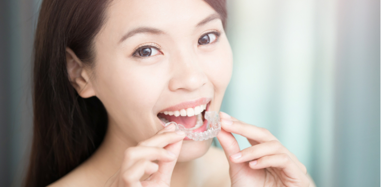 How To Clean Invisalign Retainers: 11 Of The Best Tips
